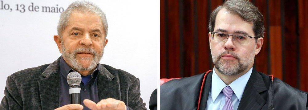 """Jornalista Luís Nassif lembra que o delegado da Polícia Federal Hille Pace acusou Lula de estar em uma suposta planilha da propina da Odebrecht; mesmo sem prova alguma, o juiz Sérgio Moro não se manifestou; """"O mesmo delegado Hill Pace incluiu o nome do Ministro Dias Tofolli, do Supremo Tribunal Federal, em outro relatório, sobre o caso Bumlai"""", lembra ele; Moro classificou a conduta do delegado de """"leviana"""" mandou retirar o trecho do relatório"""