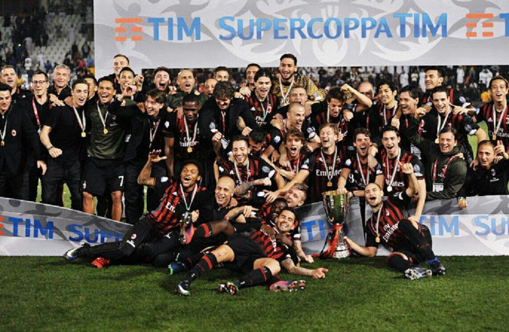 O Milan conquistou a Supercopa da Itália depois que o goleiro de 17 anos Gianluigi Donnarumma defendeu a cobrança de Paulo Dybala e garantiu uma vitória por 4 x 3 sobre a Juventus nos pênaltis; Giorgio Chiellini colocou a Juve à frente e Giacomo Bonaventura empatou, ambos no primeiro tempo, e o resultado de 1 x 1 permaneceu após a prorrogação; o time de Milão quebrou o jejum de cinco anos sem conquistar uma taça