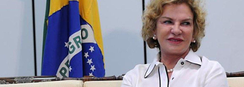 A saúde da ex-primeira dama Marisa Letícia, esposa do ex-presidente Luiz Inácio Lula da Silva, permanece estável, de acordo com boletim médico divulgado no início da tarde deste sábado (28); depois de sofrer um AVC hemorrágico,ela continua sedada e com as atividades neurológicas monitoradas