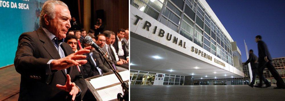 """""""O que está em curso no TSE, na ação que pede a cassação da chapa Dilma-Temer, é um espetáculo farsesco destinado a manter Temer no governo, seja pela absolvição, seja pelo decurso de prazo para as providências de sua substituição. O país continuará sendo sangrado pela instabilidade e a incerteza mas, como no golpe, dane-se o país""""; a avaliação é da colunista Tereza Cruvinel; ela ressalta que a ação da Polícia Federal nas gráficas que trabalharam para a campanha presidencial de 2014 vai encontro do plano de Temer de procrastinação do julgamento até pelo menos o segundo semestre de 2017; """"Aí o TSE, tal como o STF já fez no caso Renan, pode absolver a chapa, mesmo havendo provas de ilícitos, invocando a governabilidade, a estabilidade político/econômica do país e o diabo a quatro"""", reforça"""