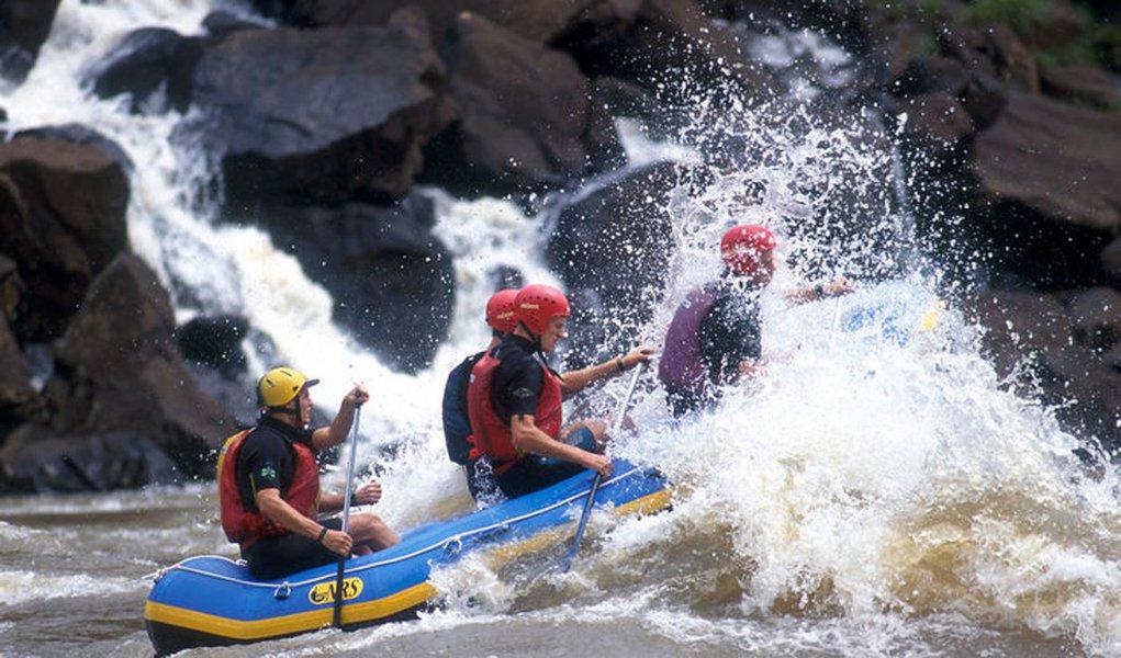 Conhecido por sua grande diversidade, o Brasil tem atraído muitos turistas estrangeiros graças aos seus cenários perfeitos para a prática de esportes radicais; confira as dicas de destinos com opções pra lá de radicais que irão injetar adrenalina pura nas veias do turista que gosta de aventuras e emoções forte