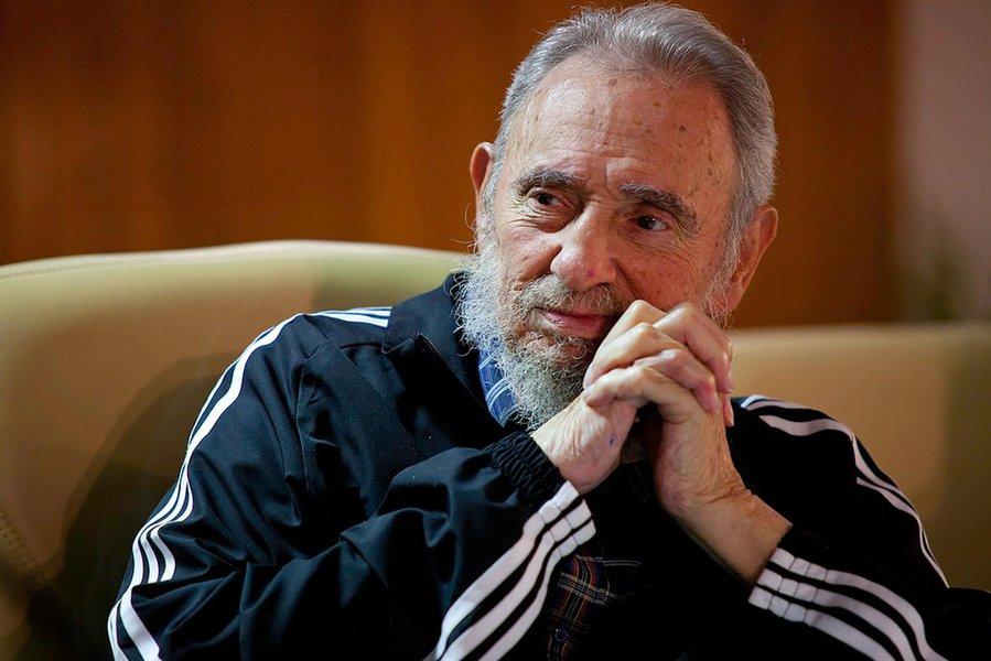 """Representantes do PT divulgaram nota em que afirmam terrem recebido a notícia da morte de Fidel Castro com pesar e que ele """"foi um dos grandes personagens políticos da América Latina e do mundo do nosso tempo""""; diz ainda a nota que Fidel foi também um amigo do Brasil e do PT; definitivamente Fidel deixa a vida e entra para a história e é homenageado em todo o mundo"""