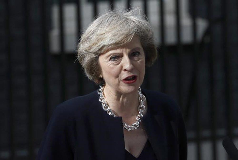 Primeira-ministra britânica, Theresa May, fala com a imprensa em frente à residência oficial, em Downing Street, em Londres 13/07/ 2016. REUTERS/Stefan Wermuth