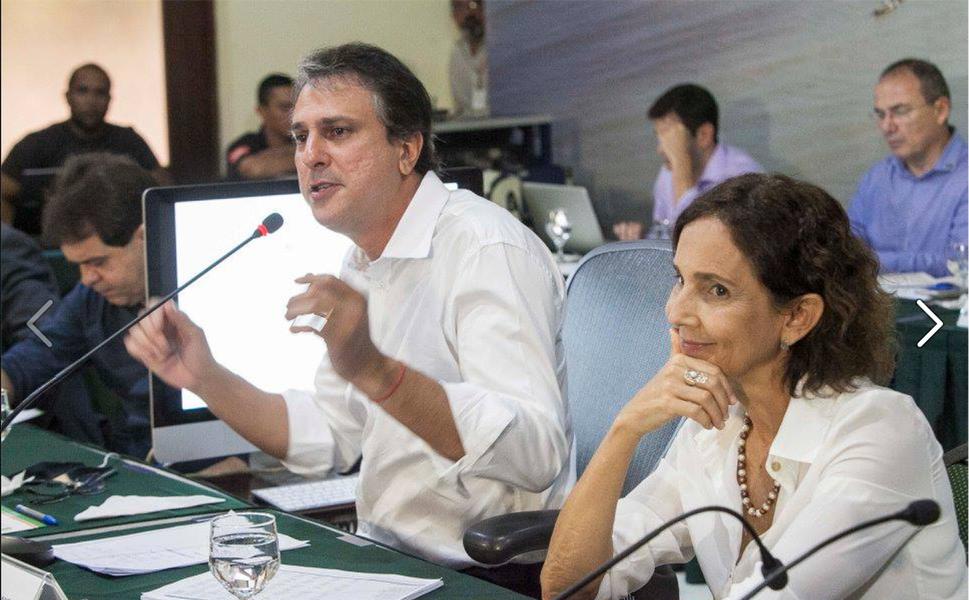 """O Plano de de Sustentabilidade para o Desenvolvimento do Estado do Ceará foi detalhado aos secretários na primeira reunião do ano com o governador Camilo Santana (PT). O objetivo é compensar a perda de R$ 850 milhões por ano e ainda assim preservar e ampliar a capacidade do Estado de investir em melhorias para a população. """"Mesmo diante de uma crise econômica grave no país, o Ceará é o segundo estado, de acordo com o Ministério da Fazenda, com melhores condições fiscais"""", disse o governador"""