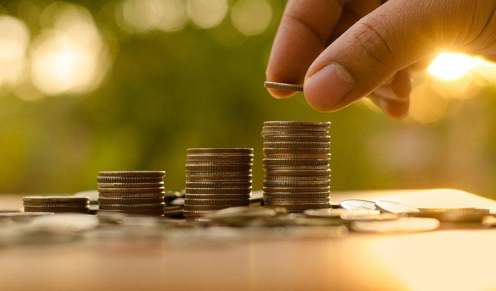Venda de títulos públicos a pessoas físicas somou R$ 1,715 bilhão em dezembro, segundo o Tesouro Nacional; valor vendido por meio do programa Tesouro Direto é recorde para meses de dezembro e o quarto melhor resultado de 2016; nos últimos 12 meses, o total de investidores ativos (que efetivamente possuem aplicações) subiu 71,8%