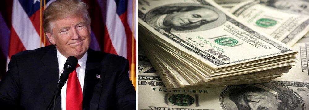 Às 10:25, o dólar avançava 2,90%, a R$ 3,4590 na venda, e chegou a bater R$ 3,4976 na máxima do dia, com alta acima de 4%, com a continuidade do nervosismo com o governo de Donald Trump, levando investidores estrangeiros a desmontarem posições em países emergentes, como o Brasil; diante desse cenário, o mercado acabou dando de ombros para o anúncio do BC de que fará leilão de até 15 mil contratos de swap tradicional.