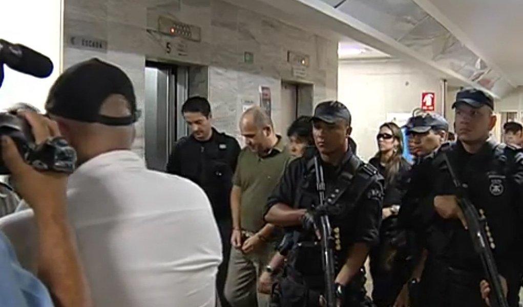 Polícia Federal deflagra nesta sexta-feira 11 a segunda fase de Operação Sexto Mandamento, que atua contra grupo de extermínio formado por PMs de Goiás e advogados; a suspeita é de que haja mais de cem vítimas desde 2010; ao todo, são cumpridos nesta sexta três mandados de prisão temporária e 17 de condução coercitiva