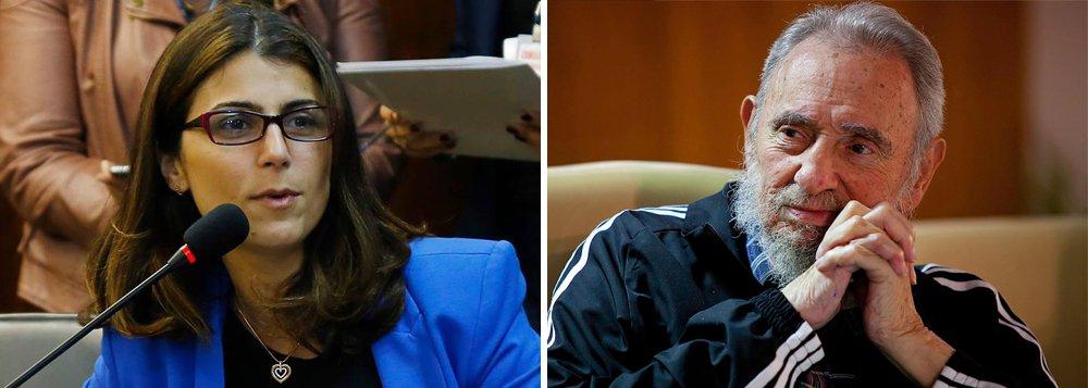 """A morte do líder cubano Fidel Castro, """"justo no dia da Black Friday"""", como lembrou a deputada Manuela D´Ávila (PCdoB-RS), fez chover comentários na internet do tipo: """"socialista pode ter iphone?""""; em um vídeo bem humorado, ela desmistifica o comunismo e puxa a orelha dos críticos de Cuba; assista"""