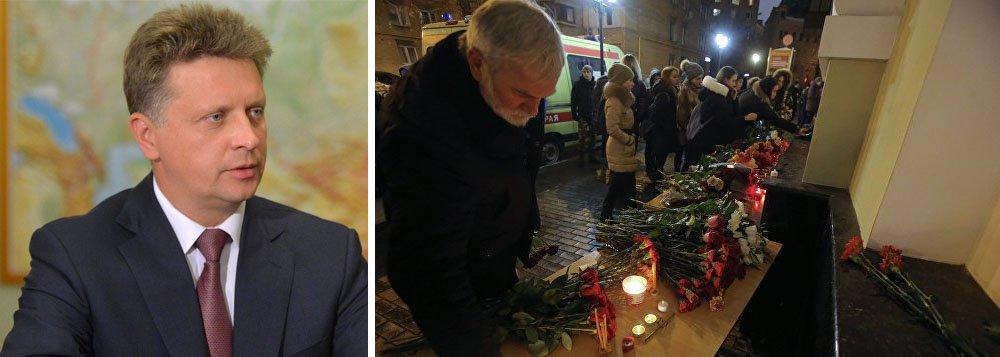 O ministro dos Transportes da Rússia, Maxim Sokolov afirmou que investigadores estão estudando todas as hipóteses para a queda do avião Tu-154 no mar negro; ele não descartou a possibilidade de terrorismo; mais cedo, autoridades russas haviam rejeitado a hipótese; Sokolov acrescentou que ainda é cedo para especular sobre as causas do acidente