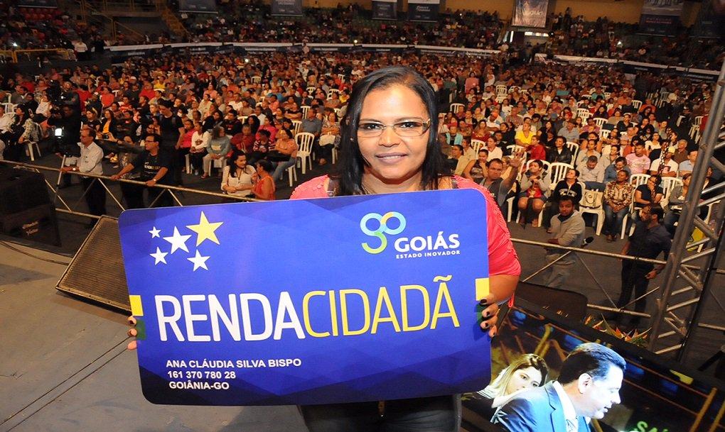 O Governo de Goiás, por intermédio da Secretaria Cidadã, informa aos beneficiários do programa Renda Cidadã da região metropolitana de Goiânia que o pagamento foi depositado e já pode ser sacado em uma das agências da Caixa Econômica Federal; só nessa região são cerca de 12 mil famílias beneficiadas (70,3 mil famílias em todo o Estado)