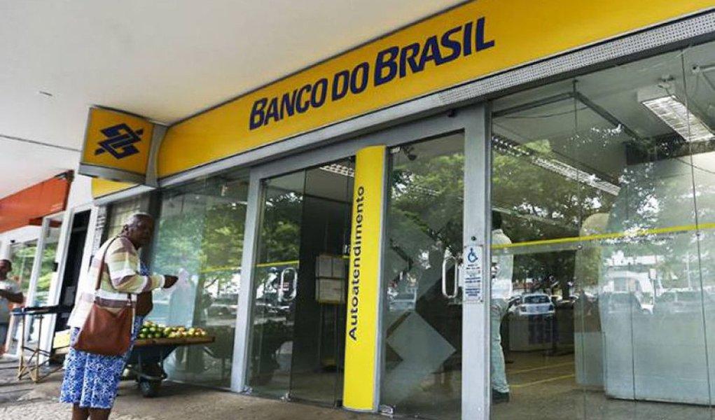 O Banco do Brasil confirmou que das 402 agências que serão fechadas em todo o país, cinco estão em São Luís e outra oito no interior do estado; encerramento de atividades faz parte de um plano de reestruturação, que tem ainda medidas como a transformação de 379 agências em postos de atendimento e um plano de aposentadoria incentivada, que deve reduzir 9,3 mil vagas ocupadas e gerar uma economia de R$ 2,7 bilhões