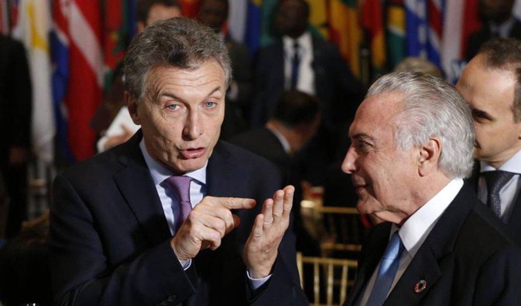 """""""Em abril de 2016, em seu sexto mês de governo de centro-direita, o presidente argentino Maurizio Macri admitiu estar 'preocupado' com a situação social em meio a uma inflação que chegava a 12% no primeiro trimestre. Oito meses depois, agora em fins de dezembro de 2016, o desempregou aumentou, a inflação está em 40% e ele demitiu o ministro da Fazenda"""", diz o colunista Alex Solnik; """"Também acenou com um governo de união nacional, mas não cumpriu; também assiste à deterioração do ambiente econômico com medidas cosméticas e daqui a pouco a solução vai ser trocar o ministro da Fazenda"""""""