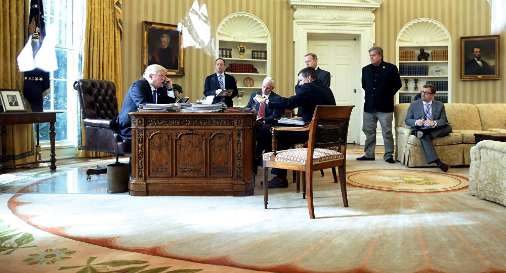 """Presidente russo, Vladimir Putin, e o presidente dos EUA, Donald Trump, discutiram neste sábado, 28, a necessidade de melhorar a cooperação bilateral para combater o Daesh (Estado Islâmico) e outros grupos terroristas na Síria; """"Os presidentes ressaltaram a prioridade de unir esforços contra a principal ameaça — o terrorismo internacional. O presidente falou em melhorar a coordenação real da Rússia e as atividades dos EUA destinadas a derrotar o Daesh e outros grupos terroristas na Síria"""", diz comunicado do Kremlin; os dois devem conversar novamente para discutir possíveis datas e lugares para uma reunião pessoal"""