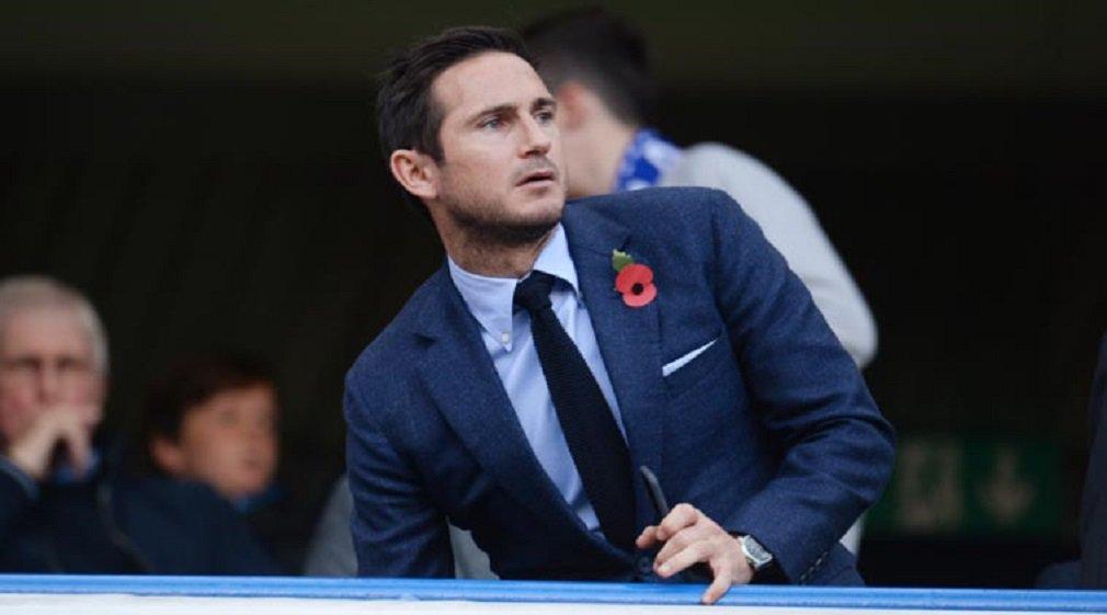 """Jogador de 38 anos deixou o New York City em novembro e especulações da imprensa apontam que ele poderia voltar ao time de Londres como membro da comissão técnica ou em outro cargo; """"Ainda estou esperando um contrato de cinco anos com o Chelsea, eles ainda não me ligaram"""", brincou Lampard, durante entrevista para a emissora de televisão Sky Sports"""