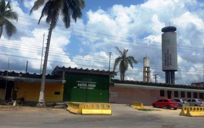 """Ao Jornalistas Livres, um ex-detento do Complexo Prisional Anísio Jobim (Compaj), em Manaus, onde morreram 56 pessoas em rebelião no início de janeiro, relata a omissão do Estado frente ao sistema penitenciário brasileiro; preso por portar 12 cigarros de maconha, foi preso sob acusação de """"tráfico de drogas"""" e entrou para as estatísticas da população prisional brasileira; assista"""