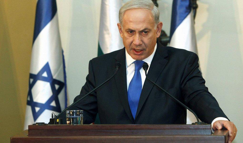"""O primeiro-ministro de Israel, Benjamin Netanyahu, reafirmou o interesse de ver a embaixada dos EUA transferida de Tel Aviv a Jerusalém; Trump prometeu reconhecer Jerusalém como capital de Israel, que considera a cidade em sua totalidade, incluindo a parte leste anexada em 1967, como sua capital indivisível, enquanto a Palestina reivindica a parte oriental; """"Jerusalém é a capital de Israel e seria bom que a embaixada americana não fosse a única a instalar-se e que todas as embaixadas fizessem o mesmo. Acredito que, com o tempo, a maioria das embaixadas ficará aqui em Jerusalém"""", disse Netanyahu, que também já se manifestou favorável à construção do muro na fronteira dos EUA com o México"""