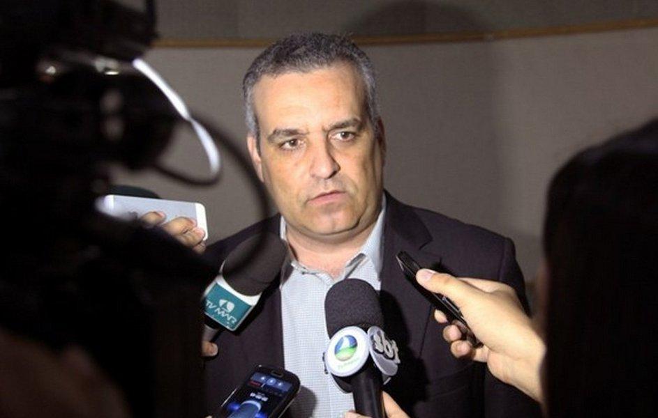 O novo procurador-geral de justiça de Alagoas, Alfredo Gaspar de Mendonça, decidiu suspender a concessão de diárias destinadas ao custeio de viagens para fora do Estado, salvo em reuniões específicas ou quando autorizadas pela Procuradoria; também não serão pagas mais de 5 diárias por mês, sendo o máximo de uma diária por semana