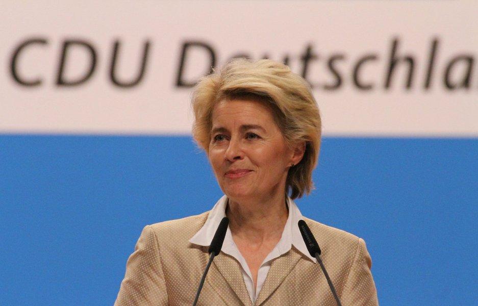 """Acho que Trump sabe que isso não foi um voto para ele, mas sim contra Washington, contra o establishment"""", disse aministra da Defesa da Alemanha, Ursula von der Leyen"""