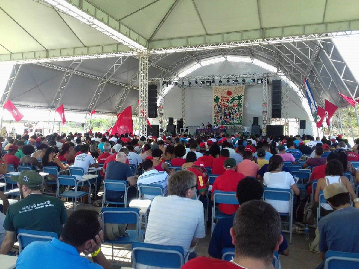 O MST promove hoje (25), às 19h30m, no clube da Cofeco, em Fortaleza, um grande ato político com a presença de diversas autoridades, personalidades da política e representações da sociedade civil. O ato é uma denúncia contra o golpe que destituiu a presidenta Dilma Rousseff, os retrocessos comandados pelo governo de Michel Temer e o avanço do neoliberalismo no mundo. A atividade integra a programação do encontro da Coordenação Nacional do MST, que acontece até a sexta (27), aqui no Ceará