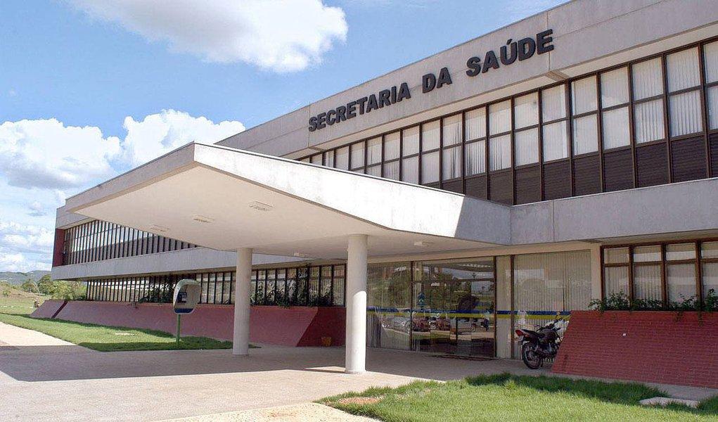 """Durante reunião do Comitê Executivo para Monitoramento das Ações da Saúde no Estado do Tocantins (Cemas), o Ministério Público Estadual (MPE) revelou que a Secretaria Estadual da Saúde (Sesau) paga salários a 884 servidores da área cedidos a 114 municípios; só com esses cedidos o Estado gasta R$ 9,6 milhões por mês, """"enquanto tem que contratar outros profissionais ou pagar plantões extraordinários para suprir as necessidades das escalas hospitalares da rede estadual"""", critica o MPE"""
