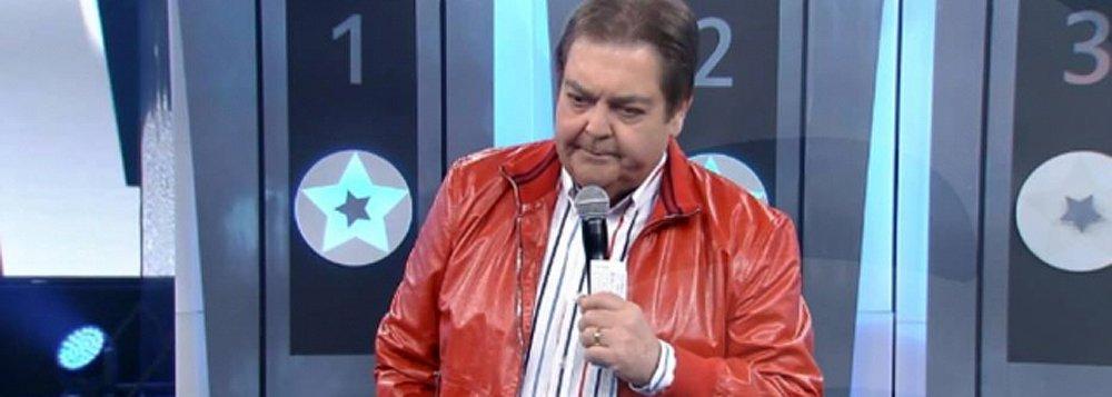 """Apresentador da TV Globo causou revolta nas redes sociais ao dizer, ao vivo, durante seu programa neste domingo 6:""""Tem mulher que gosta de homem bêbado, que gosta de homem que dá porrada, ela diz 'vou recuperá-lo'. Ah, então vai ser enfermeira, p... Mas tem mulher que gosta de homem que sabe dançar, que puxa a cadeira"""""""