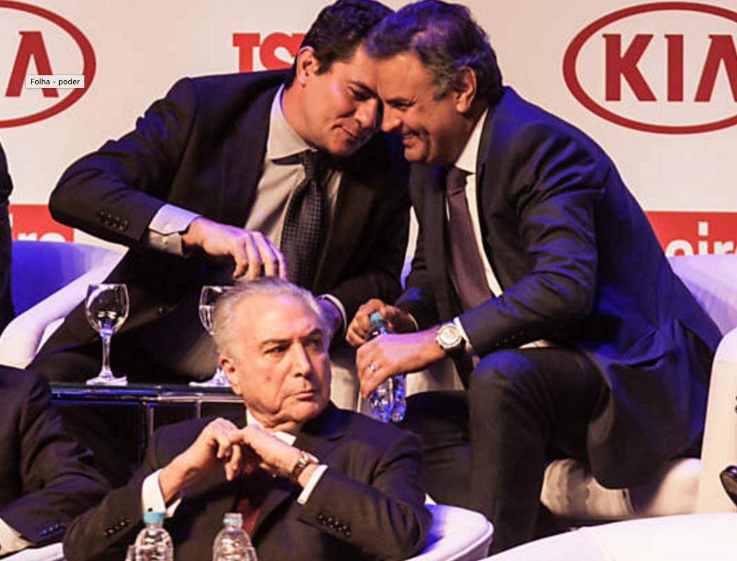 """Embora tenha sido um dos políticos mais citados nas delações da Lava Jato, o senador Aécio Neves confraternizou, na noite de ontem, com o juiz Sergio Moro; Aécio já foi apontado como responsável por um mensalão em Furnas, como beneficiário de esquemas no Banco Rural e como """"o mais chato"""" cobrador de propinas de uma empreiteira; a foto despertou reações indignadas na esquerda; """"Do que riem tanto o 'justiceiro' alçado a 'herói nacional' e o candidato derrotado em 2014 - e recordista em citações na investigação comandada pelo primeiro?"""", questionou o senador Lindbergh Farias (PT-RJ); ontem, o ex-presidente Luiz Inácio Lula da Silva, que será julgado por Moro, acusou o juiz paranaense de ser um militante do PSDB"""