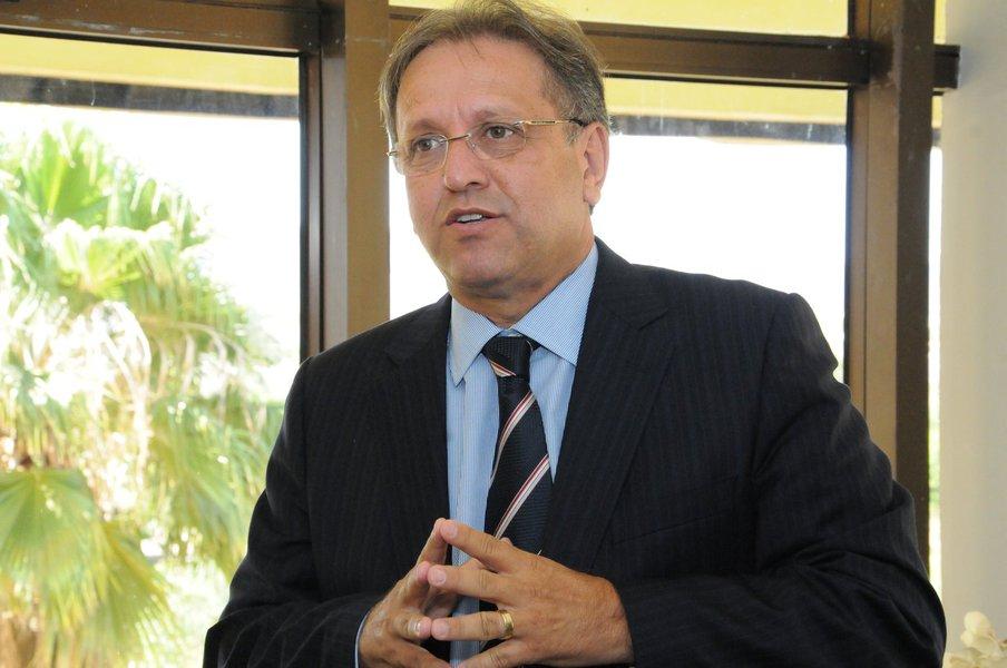 """O advogado Solano Donato, que defende o governador do Tocantins, Marcelo Miranda (PMDB), negou envolvimento do seu cliente com atos de corrupção; o chefe do executivo é alvo da Operação Reis do Gado, que investiga corrupção e lavagem de dinheiro no estado entre 2005 e 2012; as investigações apontaram que R$ 200 milhões foram lavados; de acordo com Donato, o depoimento de Marcelo ao ministro do STJ Mauro Campbell foi """"tranquilo""""; o advogado afirmou, ainda, que """"o governador respondeu todas as perguntas naturalmente, não tem absolutamente nada a esconder"""""""