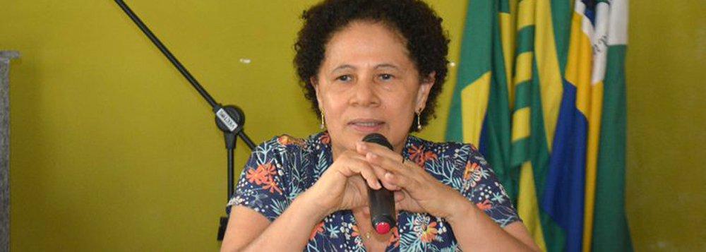 """Senadora Regina Sousa (PT) está percorrendo municípios da região norte do Piauí para debater sobre os estragos que a PEC 55 pode trazer ao País; """"A gente não é contra conter despesas, o erro é constitucionalizar por 20 anos. Este país vai ficar engessado,"""" afirma; segundo a senadora, a mobilização social vai ajudar a esclarecer a população sobre os prejuízos que a proposta irá causar; """" Quando um governador for solicitar ajuda, o governo federal vai ter a desculpa de que não pode ajudar porque a Constituição não permite"""""""