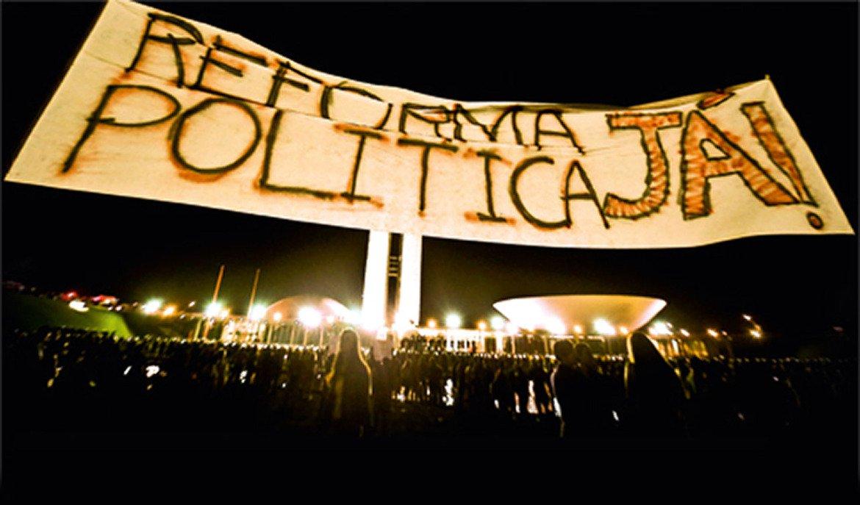 Devemos ter a coragem de assumir que o atual sistema político está falido e, portanto, precisa ser reformado, se quisermos, de fato, enfrentar os graves problemas da sociedade brasileira