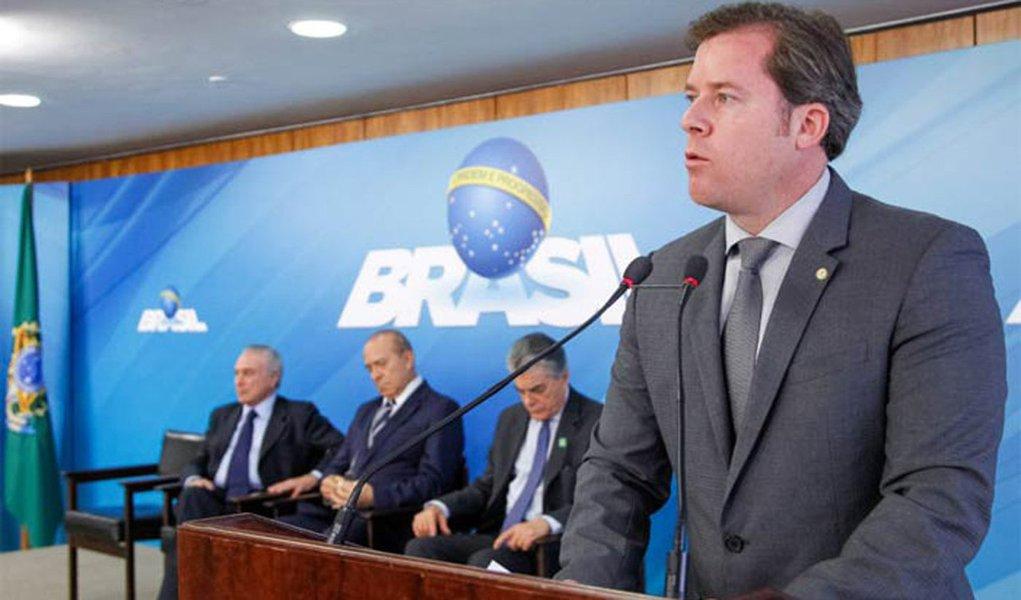 """Ministro do Turismo, Max Beltrão, disse que o governo vê """"com muitos bons olhos a legalização de cassinos"""" no Brasil; declaração foi feita um dia após a Comissão Especial do Desenvolvimento Nacional aprovar o projeto de lei que legaliza os jogos de azar no país"""