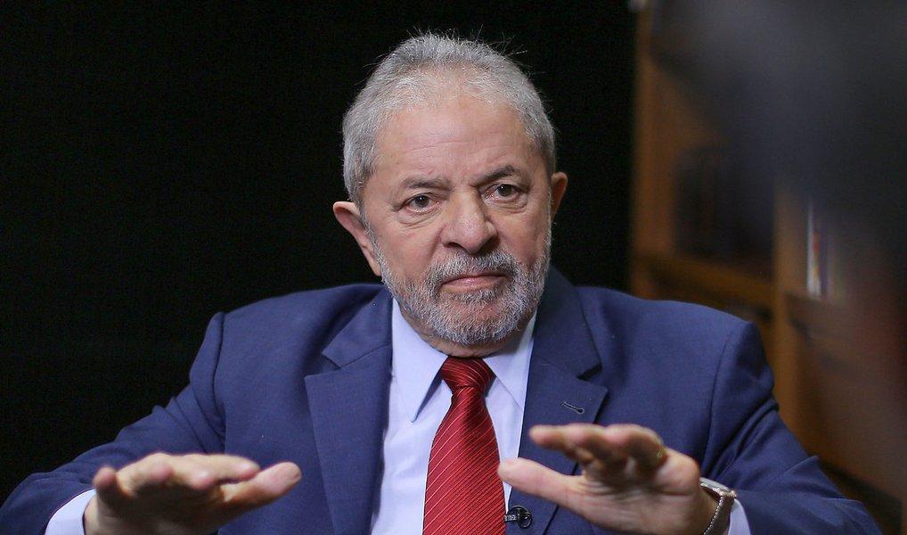 Ministério Público Federal em Brasília ofereceu denúncia à Justiça contra o ex-presidente Lula, o pecuarista José Carlos Bumlai, o ex-senador Delcidio do Amaral, o banqueiro André Esteves e mais três pessoas sob a acusação de atuarem para atrapalhar as investigações da Operação Lava Jato