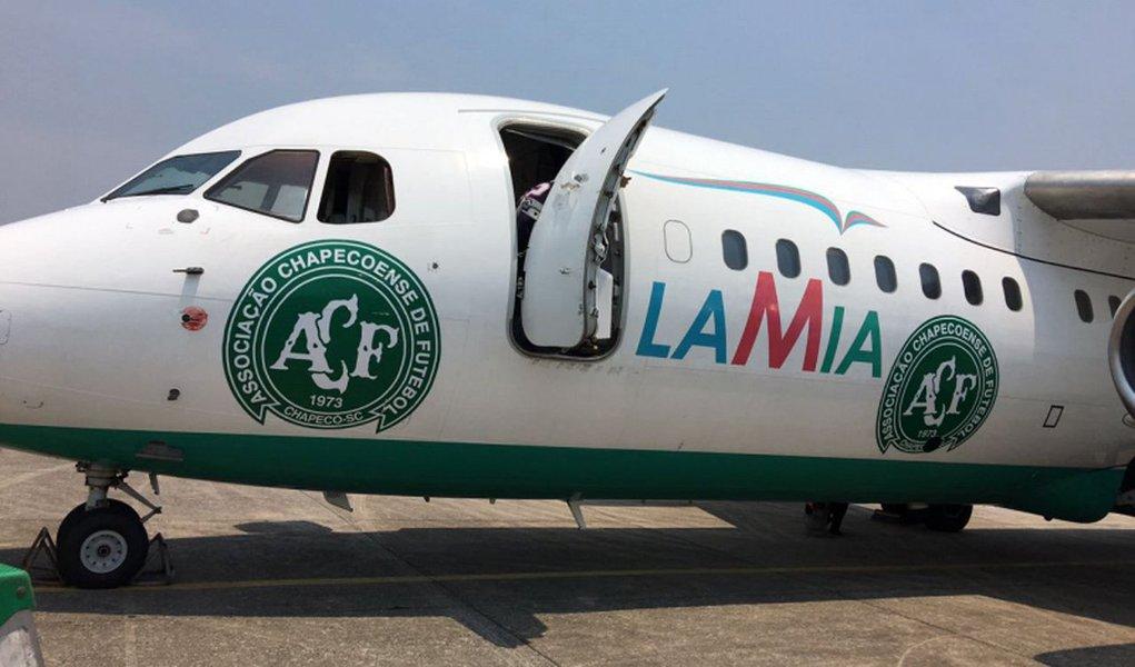 """O avião da Lamia, que caiu na Colômbia e deixou 71 mortos, entre eles grande parte da delegação da Chapecoense, não respeitou o plano de reabastecer com combustível em Bogotá, informou uma fonte da companhia; """"O avião deveria ter reabastecido em Bogotá"""", mas seguiu até Medellín, afirmou ao diário Página Siete Gustavo Vargas, representante da companhia aérea"""