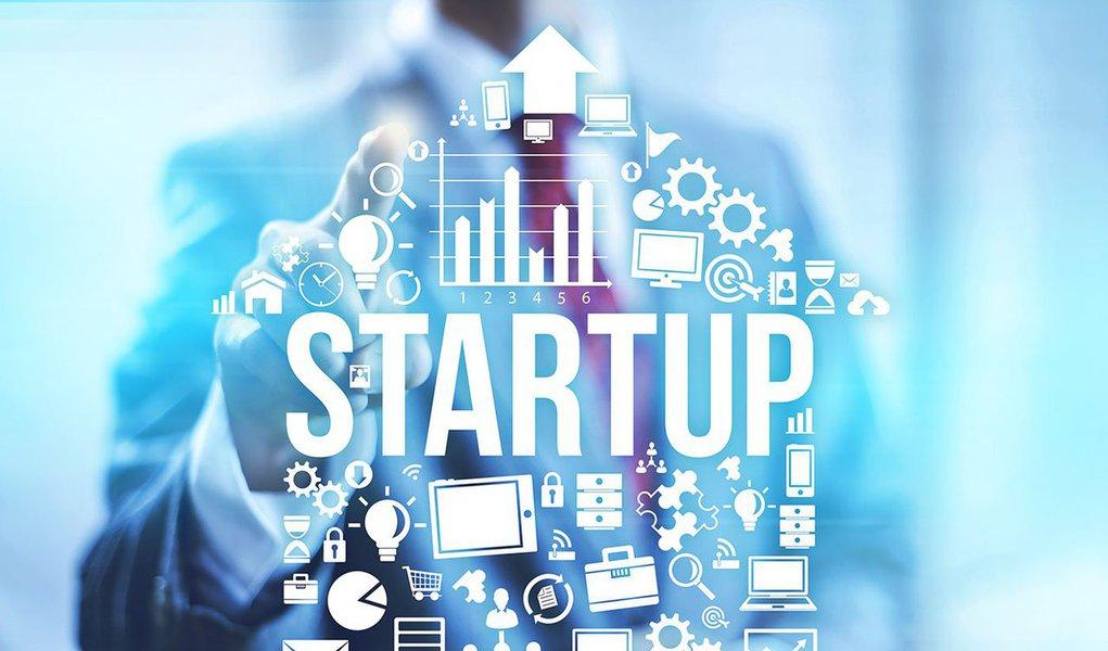 Se você tem um negócio inovador, com toda certeza sabe a importância de uma boa preparação para ter contato com alguém que possa investir na sua iniciativa; e essa é a realidade de vários empreendedores que estão no programa InovAtiva Brasil e vão poder apresentar suas propostas para uma banca de investidores brasileiros renomados; no sábado (3) e domingo (4), os startupeiros vão alinhar suas propostas com apoio de mentores, oficinas e simulações para que, na segunda-feira (5), os projetos sejam exibidos