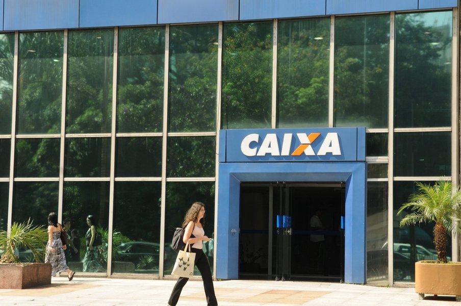"""A Caixa Econômica Federal vai repassar apenas 25% do lucro de 2016 e 2017 na forma de dividendos ao governo federal, seu controlador; medida foi confirmada nesta segunda-feira, 14, pelovice-presidente de finanças e controladoria do banco, Osvaldo Brasil;""""É um acerto de dois anos que fizemos com reguladores e com o próprio governo"""", disse Brasil à Reuters; objetivo é fortalecer os níveis de capital do banco"""