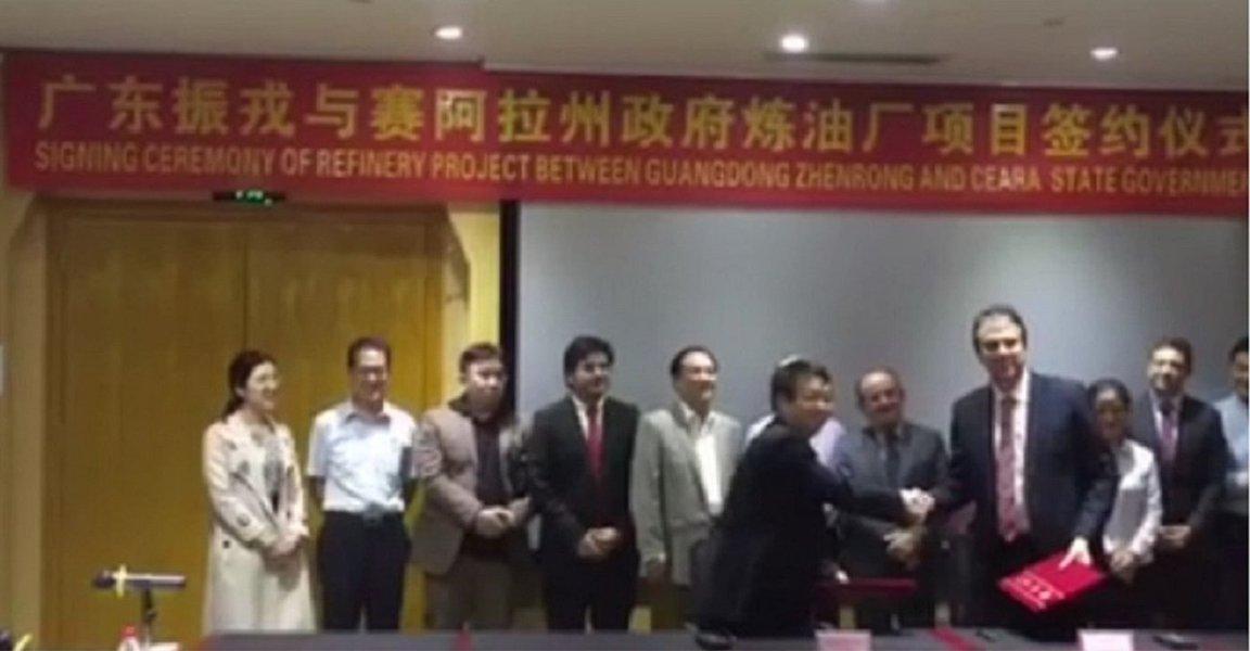 O governador Camilo Santana, que está em viagem à China, assinou um acordo commultinacional de petróleo Guangdong Zhenrong Energy e com a empresa petroquímica Qingdao Xinyutian Petroquímical, para realização de estudos sobre o projeto da refinaria do Ceará