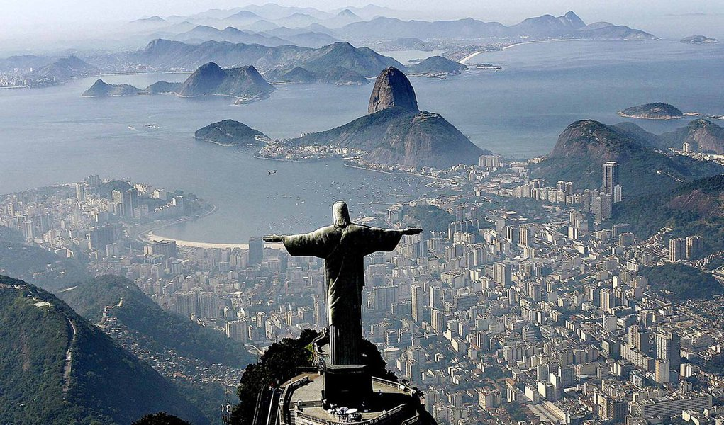 """Jornalista Gustavo Gindre criticou a política de atração de turista do Brasil, especialmente para os eventos como a Copa do Mundo e as Olimpíadas do Rio; """"A política de atração de turistas foi um verdadeiro fracasso. Gastamos bilhões para um resultado pífio"""", criticou; """"Se queremos ter algum sucesso no turismo, o ponto de partida é reconhecer o fracasso da política pública. O segundo passo é parar com essa bobagem de que somos o lugar mais bonito do mundo, porque fica parecendo que fazemos um favor aos turistas em deixá-los visitar lugar tão lindo, com gente tão bacana"""", disse Gindre, ao compartilhar notícia sobre o baixo fluxo de turistas para o Brasil"""