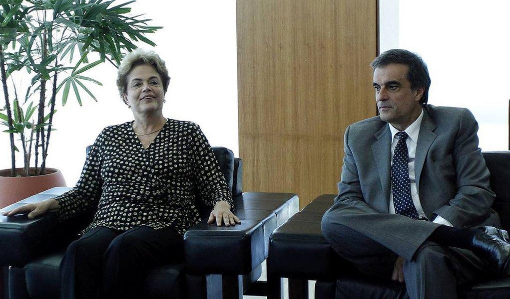 Documentação será apresentada à comissão por volta de 18h, pelo ex-ministro José Eduardo Cardozo; na sequência, o relator na comissão, Antonio Anastasia (PSDB-MG) terá até a próxima segunda-feira (dia 1º) para elaborar seu parecer, que deve ser votado na quinta-feira (4); para ser aprovado ou rejeitado, é necessária a maioria simples – metade mais um dos senadores presentes à sessão; de acordo com calendário, a votação no plenário será realizada no dia 9, sob o comando do presidente do STF, Ricardo Lewandowski, encerrando, assim, a fase de pronúncia do impeachment