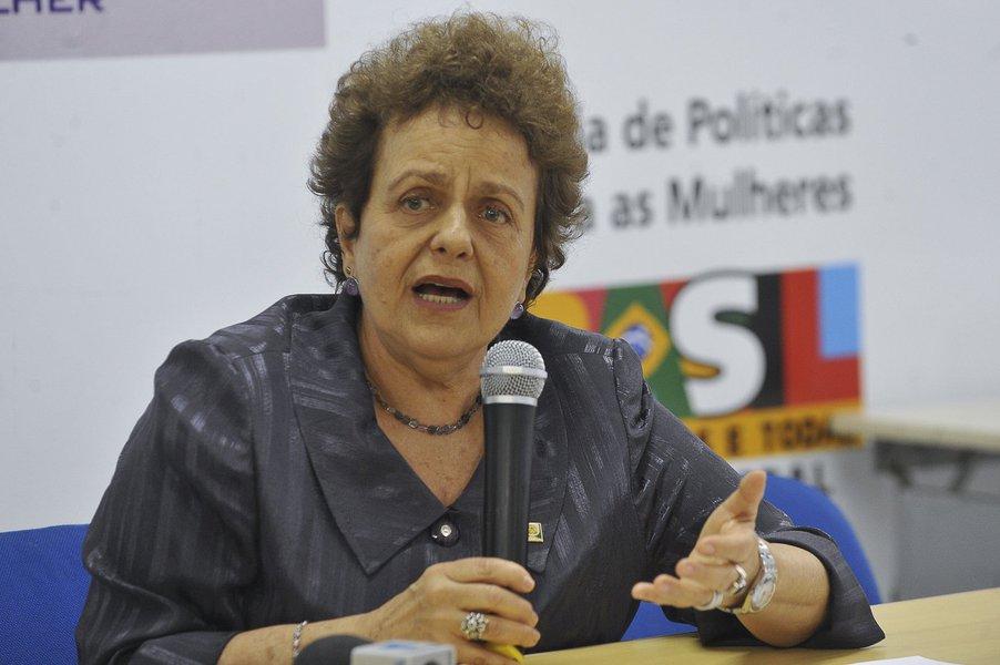 Em audiência pública sobre o empoderamento das mulheres, realizada na tarde de hoje (14) em Fortaleza, a ex-ministra de Políticas para as Mulheres, Eleonora Menicucci, defendeu uma reforma política com espaço para o protagonismo feminino e a democracia com equidade de gênero. A socióloga falou sobre as conquistas das mulheres durante os governos do PT e pontuou os avanços que ainda precisam ser conquistados