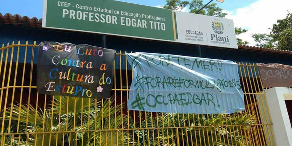 Centro de Educação Profissional (CEEP) Professor Edgar Tito, localizado no bairro Memorare, zona Norte de Teresina, já conta com ocupação de mais de 40 alunos; slém de protestar contra a Proposta de Emenda à Constituição (PEC) 55 que congela os gastos públicos por 20 anos, os estudantes também cobram melhoria na infraestrutura da escola; CEEP é a primeira escola ocupada no Piauí