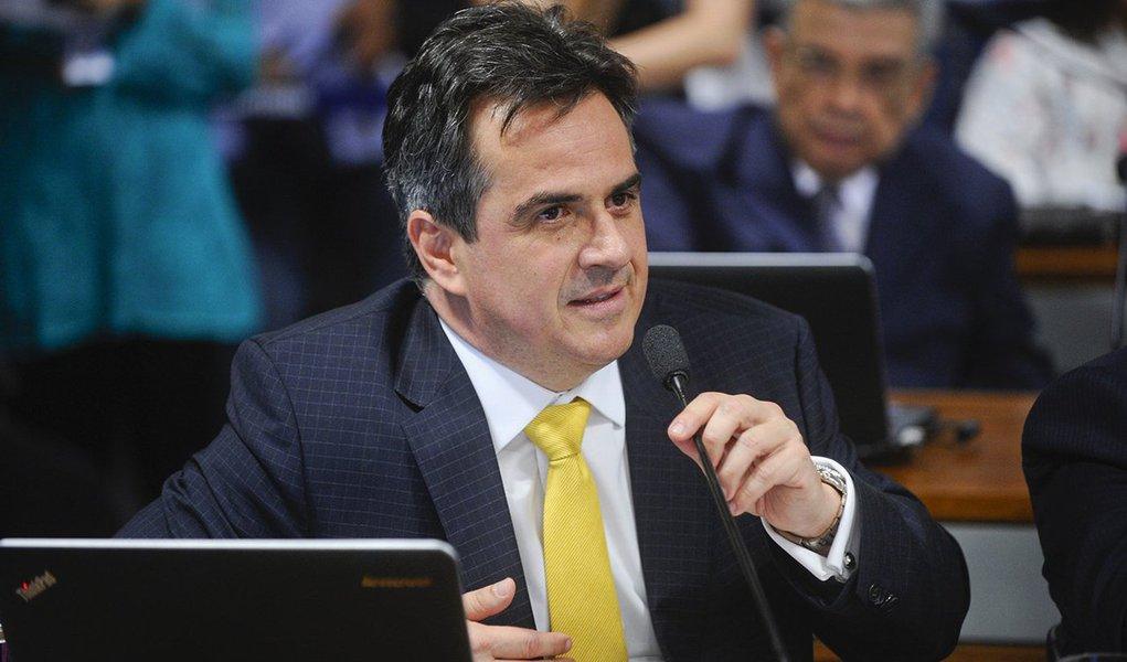 O procurador-geral da República, Rodrigo Janot, denunciou nesta quarta (16) o senador Ciro Nogueira (PP-PI) ao Supremo Tribunal Federal (STF) pelos crimes de corrupção e lavagem de dinheiro no âmbito da Operação Lava Jato; de acordo com a acusação, o senador recebeu R$ 2 milhões de propina da UTC Engenharia, uma das empreiteiras investigadas na Lava Jato, em obras vinculadas ao Ministério das Cidades e ao estado do Piauí; os fatos foram delatados pelo empreiteiro Ricardo Pessoa, da UTC