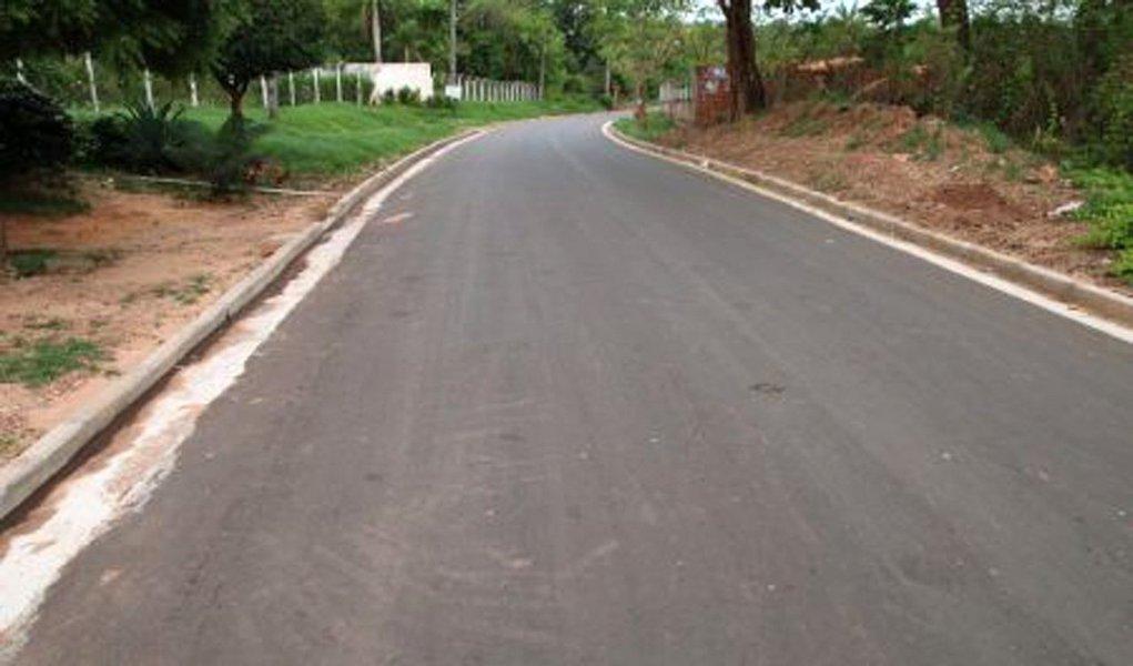 Os municípios da Região Tocantina - Imperatriz, Davinópolis, Amarante e Açailândia, são alguns dos beneficiados com a recuperação e pavimentação de vias urbanas do Programa Mais Asfalto, executado pelo Governo do Estado; são 50 quilômetros de asfalto, só este ano, beneficiando 363.295 habitantes; no total, o Programa já atendeu 28 municípios, pavimentou 335 quilômetros e investiu R$ 79 milhões