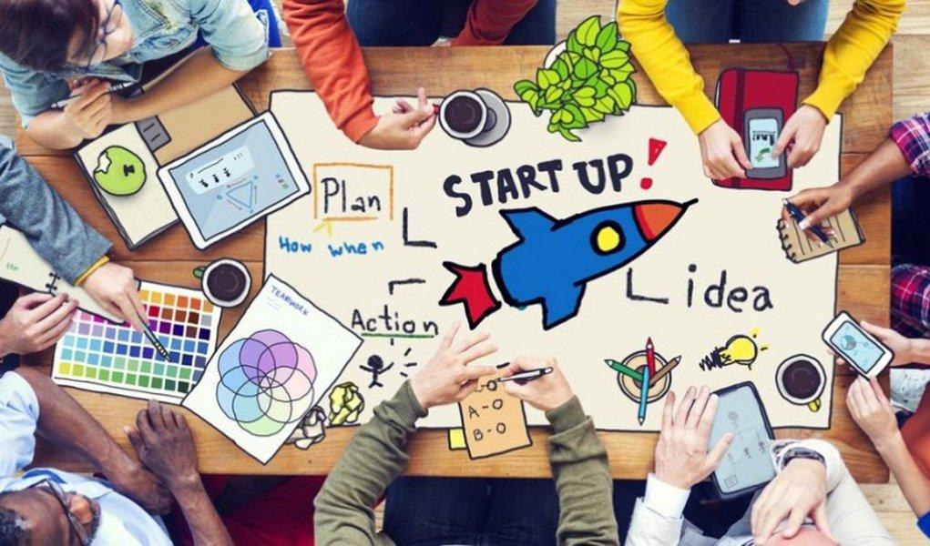 """A aceleradora SEVNA Seed está com inscrições abertas para o terceiro ciclo de seu programa de aceleração de startups; a aceleradora, fundada por empresários com atuação nacional na área de Tecnologia da Informação, busca empreendedores do Brasil e do exterior que possuam um projeto de startup de base tecnológica, mesmo que ainda esteja em estágio inicial; de acordo com oCEO do SEVNA Seed, Ricardo Agostinho, a ideia é buscar """"pessoas com ideias inovadoras, direcionadas para mercados com alto potencial de crescimento e, principalmente, que estejam abertas ao trabalho colaborativo"""""""