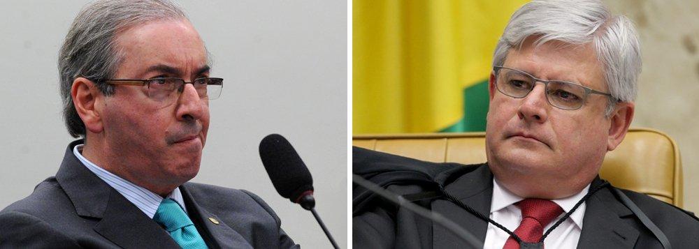 Eduardo Cunha (PMDB-RJ) acredita que a resistência do procurador-geral da República, Rodrigo Janot, a uma eventual delação premiada do deputado pode ser contornada pelo acervo que o parlamentar tem sobre as relações entre o setor privado e o Congresso Nacional do país, segundo a colunista Mônica Bergamo; em um debate em São Paulo, há alguns meses, o ex-presidente FHC, por exemplo, disse que a ascensão de Cunha no cenário nacional tinha raízes no entusiasmado apoio que ele recebia de parte do empresariado paulista