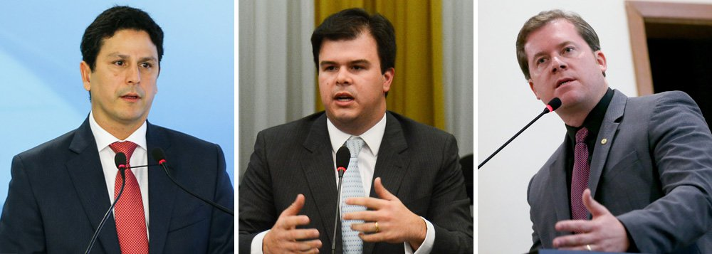 O ministro do Turismo, Marx Beltrão (PMDB-AL), foi o terceiro a ser exonerado, nesta segunda-feira 10, com autorizaçãode Michel Temer, para votar na Câmara a favor da PEC que coloca um limite nos gastos públicos; antes dele, deixaram seus cargos para retomar o mandato de deputado o ministro das Cidades, Bruno de Araújo (PSDB), e de Minas e Energia, Fernando Coelho Filho (PSB)