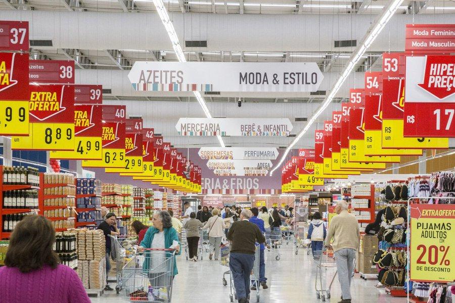 A confiança do consumidor brasileiro se recuperou em outubro, depois de recuar em setembro, e chegou ao maior patamar desde junho do ano passado, mostrou o indicador da Thomson Reuters/Ipsos, divulgado nesta quarta-feira; o Índice Primário de Sentimento do Consumidor (PCSI, na sigla em inglês) subiu para 39,9 em outubro, ante 37,2 apurado no levantamento de setembro; houve melhora em todos os quesitos apurados pela pesquisa
