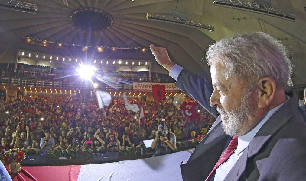 """""""A força-tarefa da Lava Jato se embrenhou numa armadilha. Dependendo da opção dos seus agentes, poderá abrir um capítulo de grave conflitividade social no país, e não conseguirá ficar livre da responsabilidade pela espiral de conflito e violência"""", avalia o colunista Jeferson Miola; """"A violência fascista contra o Lula, se concretizada pela força-tarefa da Lava Jato com a cumplicidade das instâncias do Judiciário e o acobertamento da mídia dominante, mudará o padrão da luta política e do conflito social"""", prevê"""