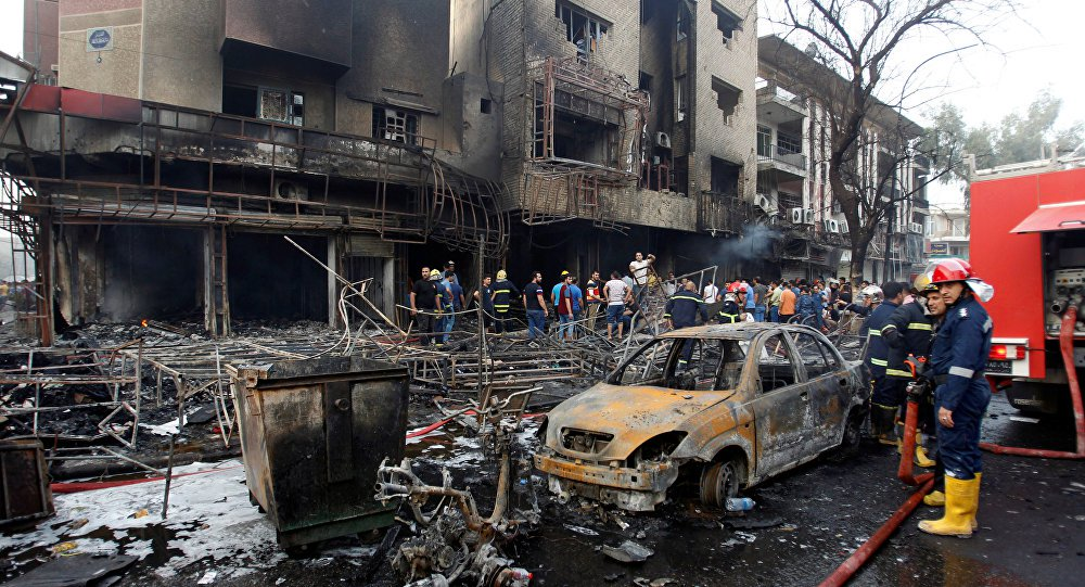 Na madrugada do domingo passado, a capital do Iraque foi palco do pior atentado no país dos últimos 13 anos, desde a queda do regime de Saddam Hussein; em ação coordenada pelo grupo Daesh, militantes terroristas realizaram uma série de explosões no distrito comercial de Karrada, em meio às comemorações do Eid al-Fitr, que marcam o fim do Ramadã