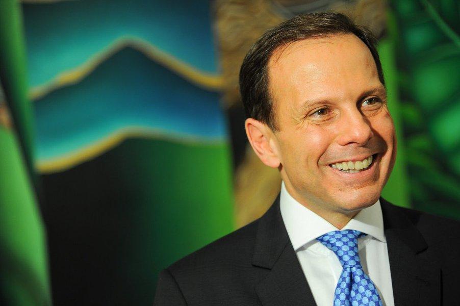"""Embora tenha declarado um patrimônio de R$ 179 milhões, o candidato do PSDB à prefeitura de São Paulo, João Doria Júnior, omitiu a propriedade de um apartamento de US$ 11 milhões em Miami; sua casa, em São Paulo, também foi declarada por um quarto do valor real, que é de R$ 45,9 milhões; escolhido por Geraldo Alckmin numa guerra interna do PSDB, que acabou empurrando o vereador Andrea Matarazzo para o PSD, Doria também foi citado no escândalo dos """"Panamá Papers"""", como dono de uma empresa offshore naquele País; para os advogados de Doria, a declaração de bens à Justiça Eleitoral foi feita de acordo com a lei"""
