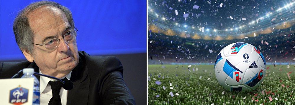 """Presidente da Federação Francesa de Futebol (FFF), Noel Le Graet, cobrou dos principais clubes de futebol do país que façam da qualidade dos gramados uma prioridade absoluta, e descreveu um dos campos da Euro 2016 como """"um fracasso""""; """"Gostaria de dizer aos nossos clubes que ter bons campos é a prioridade absoluta"""", disse; """"A qualidade de nossos campos precisa ser melhor. Temos boa infraestrutura, mas alguns de nosso campos não estão adaptados ao futebol de alto nível"""", completou; com a exceção do Parc des Princes, em Paris, e o estádio Bollaert, que realizam somente partidas de futebol, outros estádios do torneio possuem usos múltiplos"""