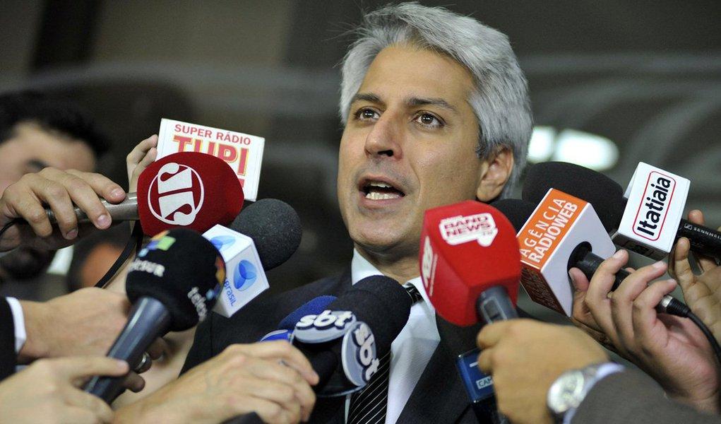 """Deputado Alessandro Molon, líder da Rede, diz que seu partido e o PSOL estão com sentimento de """"dever cumprido"""" e acredita que se não tivesse sido aprovada a cassação de Eduardo Cunha, """"talvez hoje essa prisão não teria ocorrido""""; """"Espero que ele fale tudo o que sabe. E se contar, muita gente ainda vai responder por crimes de corrupção"""""""